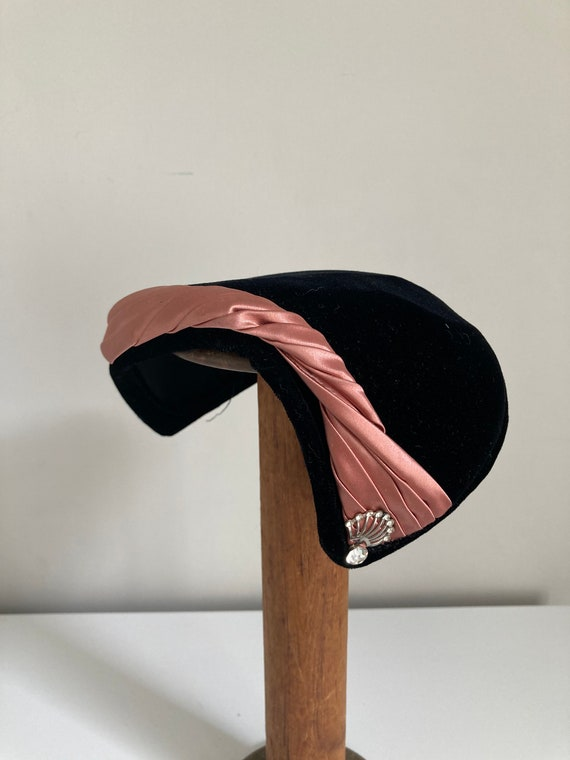 1950s velvet and satin vintage capulet-style hat
