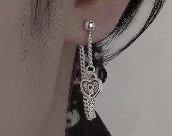 Goth heart chain earring, silver minimal dangle, locket heart charm, egirl grunge gothic aesthetic, chain earring, 90s drop earrings S27