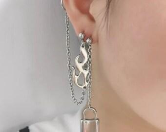 Goth ear cuff earring, lock flame fire, asymmetrical earrings, egirl jewelry, grunge gothic aesthetic, chain earring, 90s cross earrings S13
