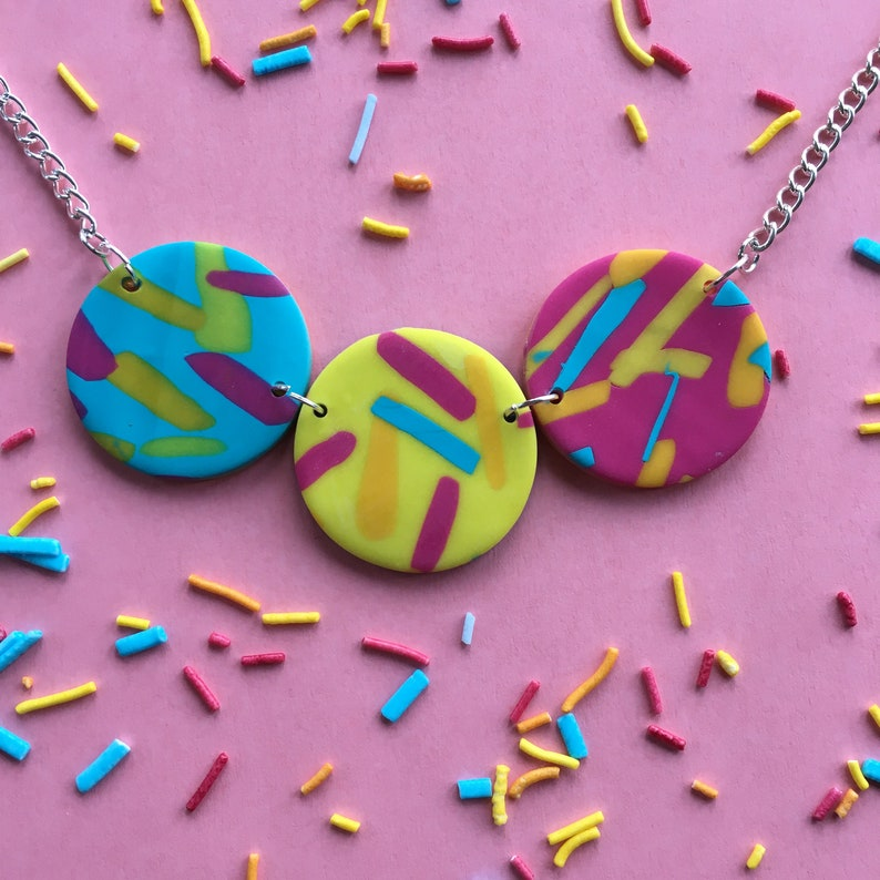 Jazzy circle necklace short