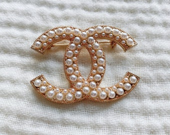 Pearls Classic Gold Brooch