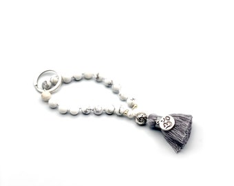 "Keychain ""Mini-Mala"" made of Howlith beads, hand knotted"