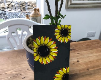 Original hand painted in acrylics on slate. Daisies. Sealed for use in the garden or in your home