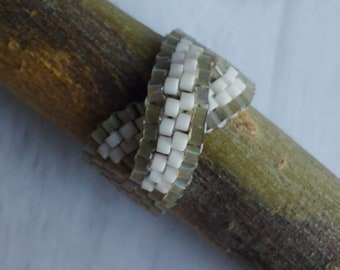 Peyote Infinity Metis Ring - Cactus Silk & White