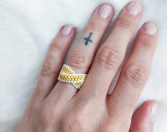 Peyote Infinity Metis Ring - Cream & Banana