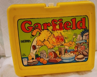 """Garfield Lunch box 1980s  , has been """"used """" no thermos"""