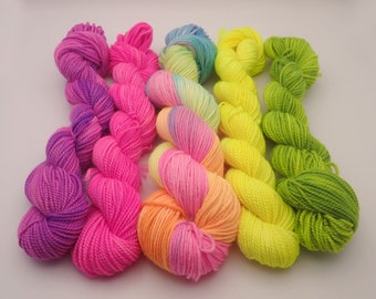 "Kit Sock ""In the Land of Unicorns"", 1 Alder 50g degraded + Mini(s) Neon of your choice, Merino Wool - Nylon SuperWash"