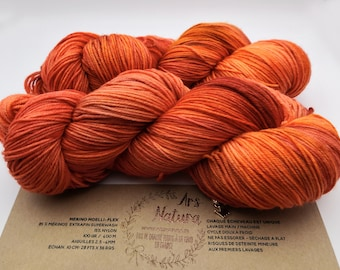 """Mellow Merino """"By the Fireside"""", 100% Merino wool dyed by hand, unique skein. Diam. Fingering / 4 ply -100g- Superwash"""