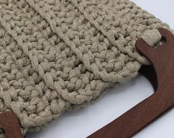 Chiara bag in crochet and wooden handle