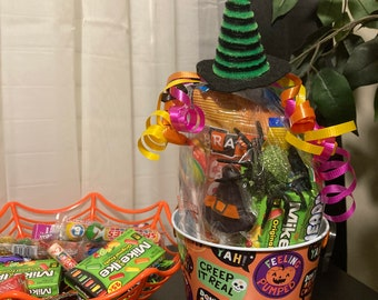 Halloween themed Tin Pal Candy Buckets! 3.5x4.75 in
