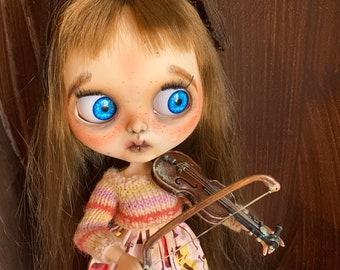 Blythe doll musical violinist