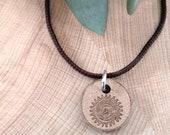 Halskette  Sonne, Yoga-Symbol,  Klang der Sonne, Holz Ø 1,8cm