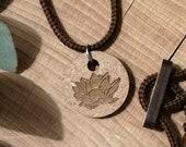 Halskette, Yoga-Symbol, Lotusblüte , Holz Ø 1,8 cm