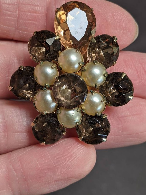 Gorgeous vintage Coro rhinestone and faux pearl c… - image 3