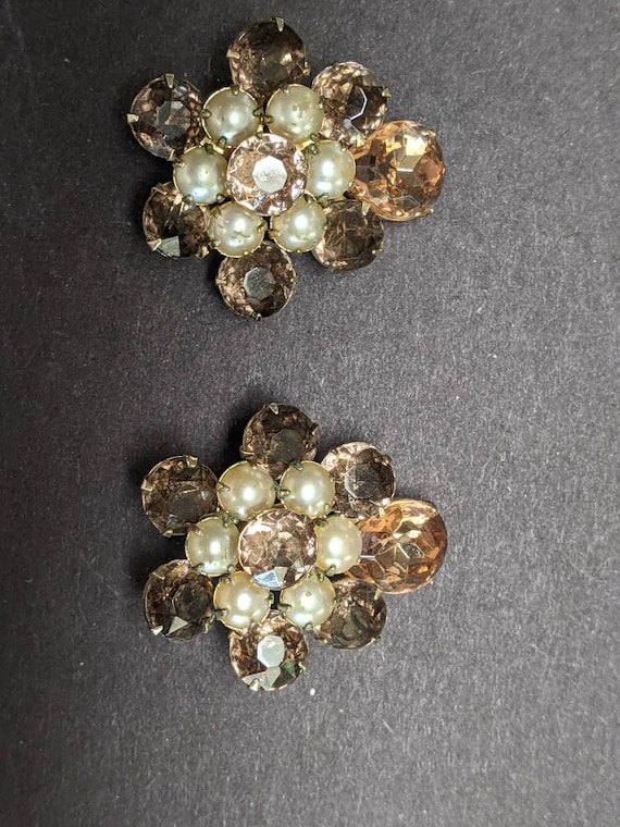 Gorgeous vintage Coro rhinestone and faux pearl c… - image 1