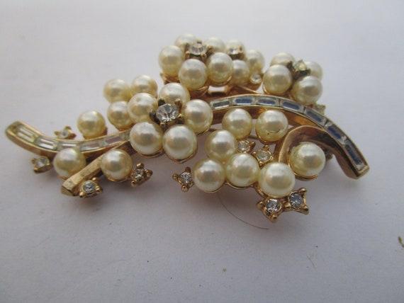 Antique Trifari Cluster Pearl & Baguette Rhinesto… - image 2