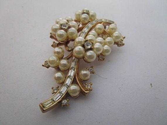 Antique Trifari Cluster Pearl & Baguette Rhinesto… - image 1
