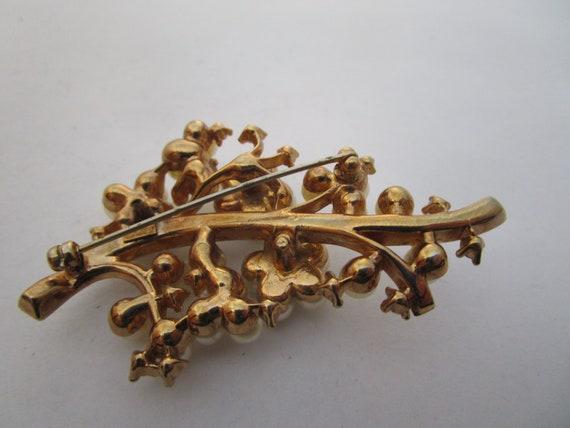 Antique Trifari Cluster Pearl & Baguette Rhinesto… - image 4