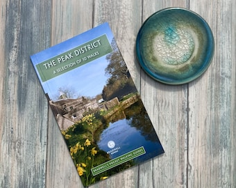 The Peak District: A Selection of 10 Walks (Bradwell's Pocket Walking Guide)