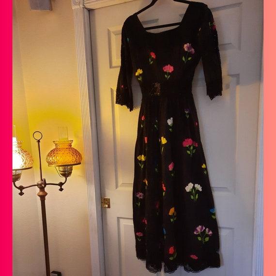 1960s Vintage Bohemian Dress - image 10
