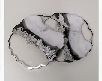 Decorative plate for glasses or table decoration| resin, black, white |