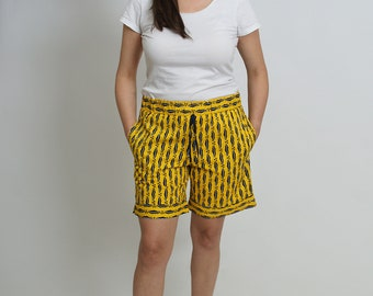 Shorts women with rubber band and bags