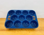 Vintage Blue Speckled Enamel Coated Cast Iron 11 Cup Muffin Popover Pan. Unknown Manufacture. Excellent used condition.