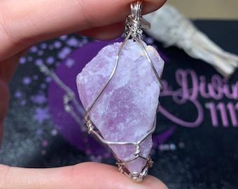 Kunzite pendant Raw Kunzite Necklace Gemstone Necklace Healing Crystals Long Kunzite Necklace Silver Postnatal Gift Kunzite Jewelry