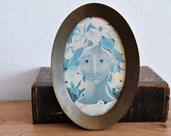 Brass oval picture frame Vintage hanging photo frame Metal wall decor