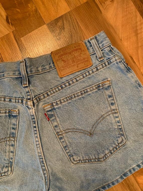 Vintage WOMANS Levis denim jean shorts