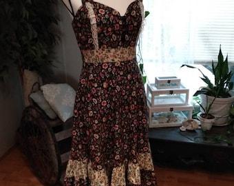 Vintage Sweetheart Neckline Empire Waist Dress. Dark Floral Vintage Gunne Sax Style Midi Dress. Vintage Empire Waist Dress