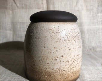 Large Chinese pottery jar with lid