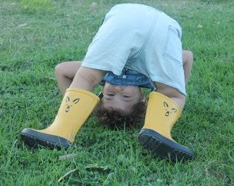 Unisex Kids Mustard Yellow Waterproof Rubber Rain Boots, Kangaroo Mud Boots, Youth Waterproof Galoshes, Childrens Gardening Gumboots