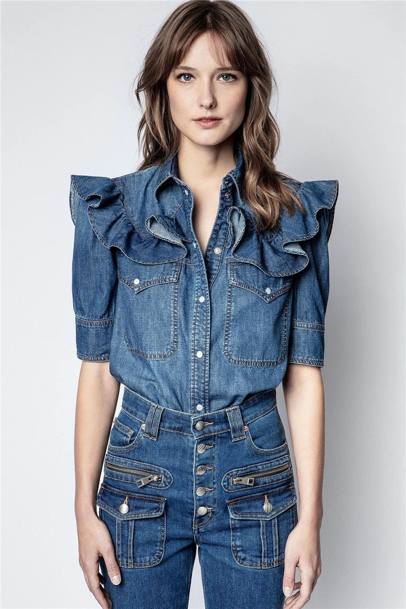 New women's shirt collar made of washed denim with ruffles, short sleeves, breast pocket front with buttons, fashion top