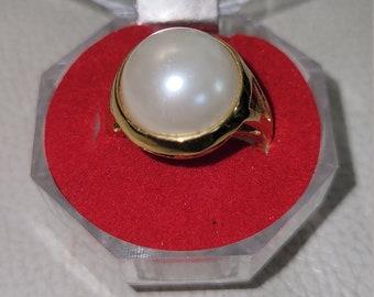 Vintage Ladies Faux Pearl Ring