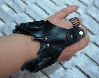 leather gloves/leather bracelet (bat model)