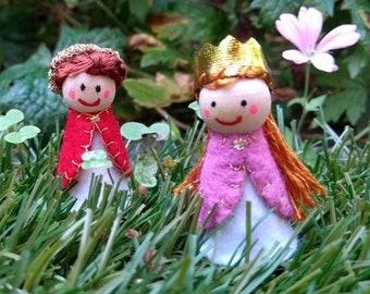 Mini wooden prince and princess felt