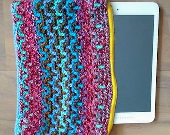 Tablet cover crocheted with zipper