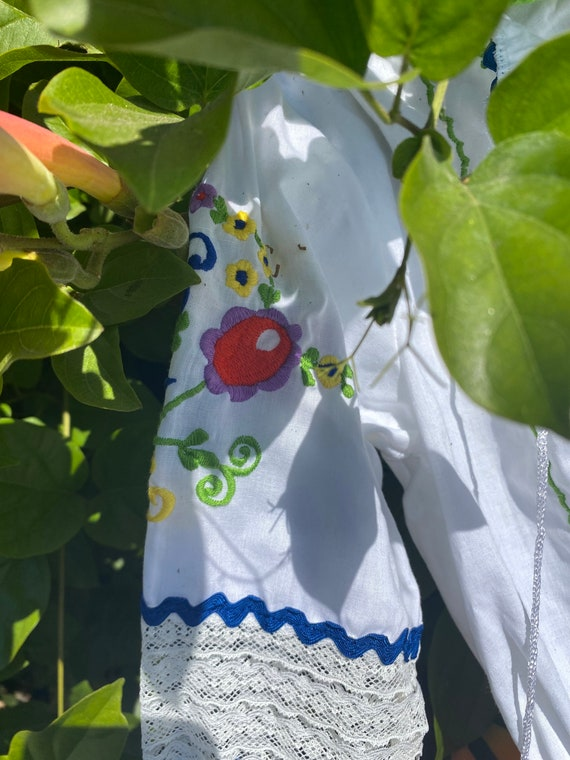 Hand embroidered vintage Hungarian blouse - image 6