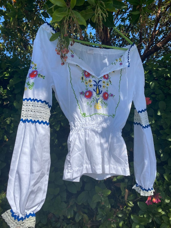 Hand embroidered vintage Hungarian blouse - image 3