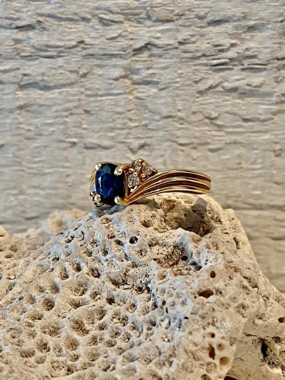 Vintage Sapphire and Diamond RIng - image 5