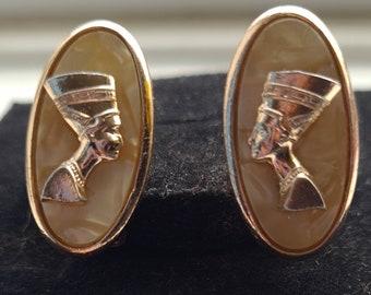 Vintage 80s Egyptian theme gold tone oval earrings