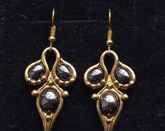 Vintage 80s gold tone earrings