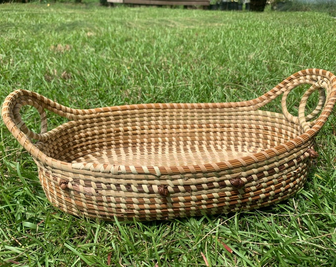 French Bread Basket with Love Knots