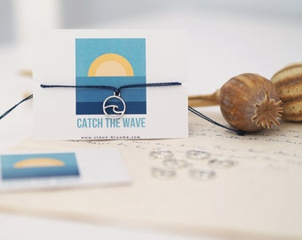 Bracelet - CATCH THE WAVE / Wave, Ocean, Surfing, Environmental Protection, Charm, Pendant, Macramé, Vegan, Quote, Less Waste, Sustainable, Jewelry Card