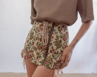 Girdle made out of old tapestry fabric