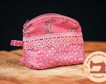 small cosmetic bag / bag / make-up bag / toiletry bag / gift