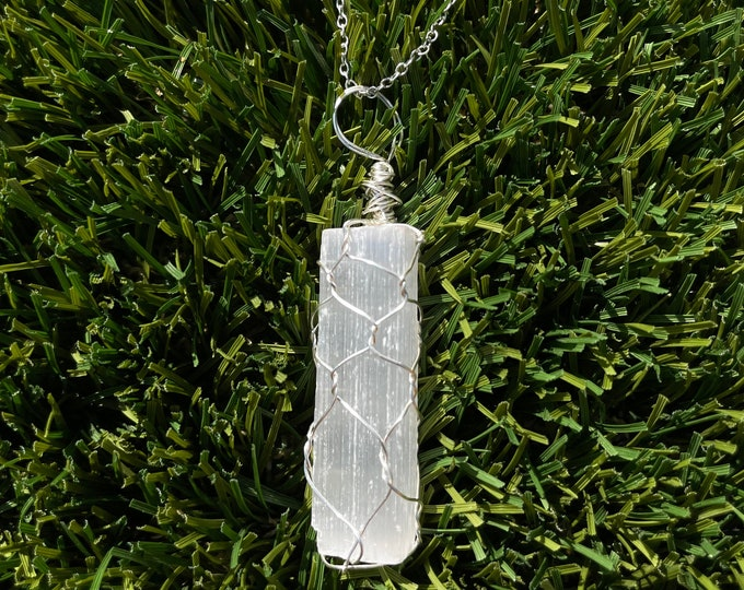 Raw Selenite, Raw Selenite Necklace, Selenite Pendant Necklace, Wire Wrapped Selenite Crystal Jewelry
