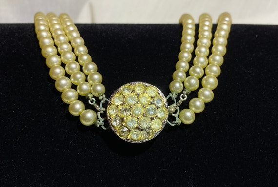 Sarah Coventry Pearl necklace- Faux Pearl and Rhi… - image 9