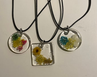 Resin dried pressed flower necklace